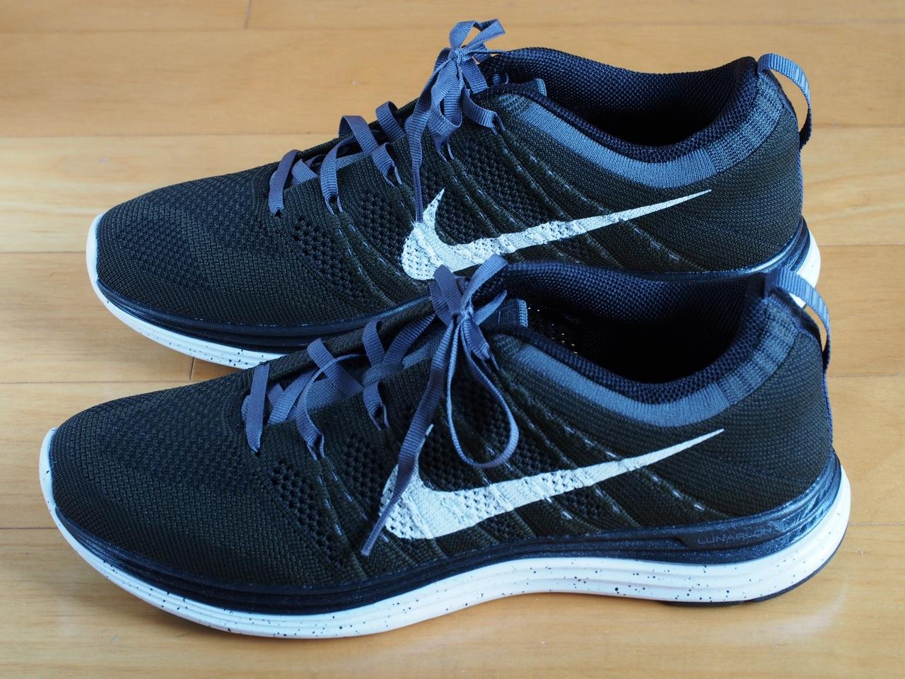 休日の散歩靴に革新的ランニングシューズ