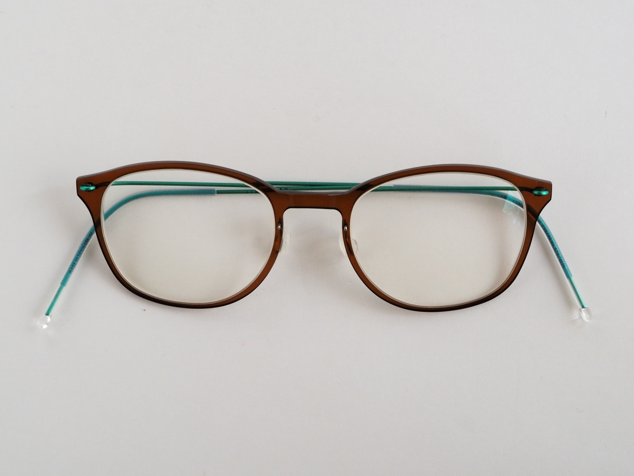 中高年に最適の超軽量セルフレーム眼鏡