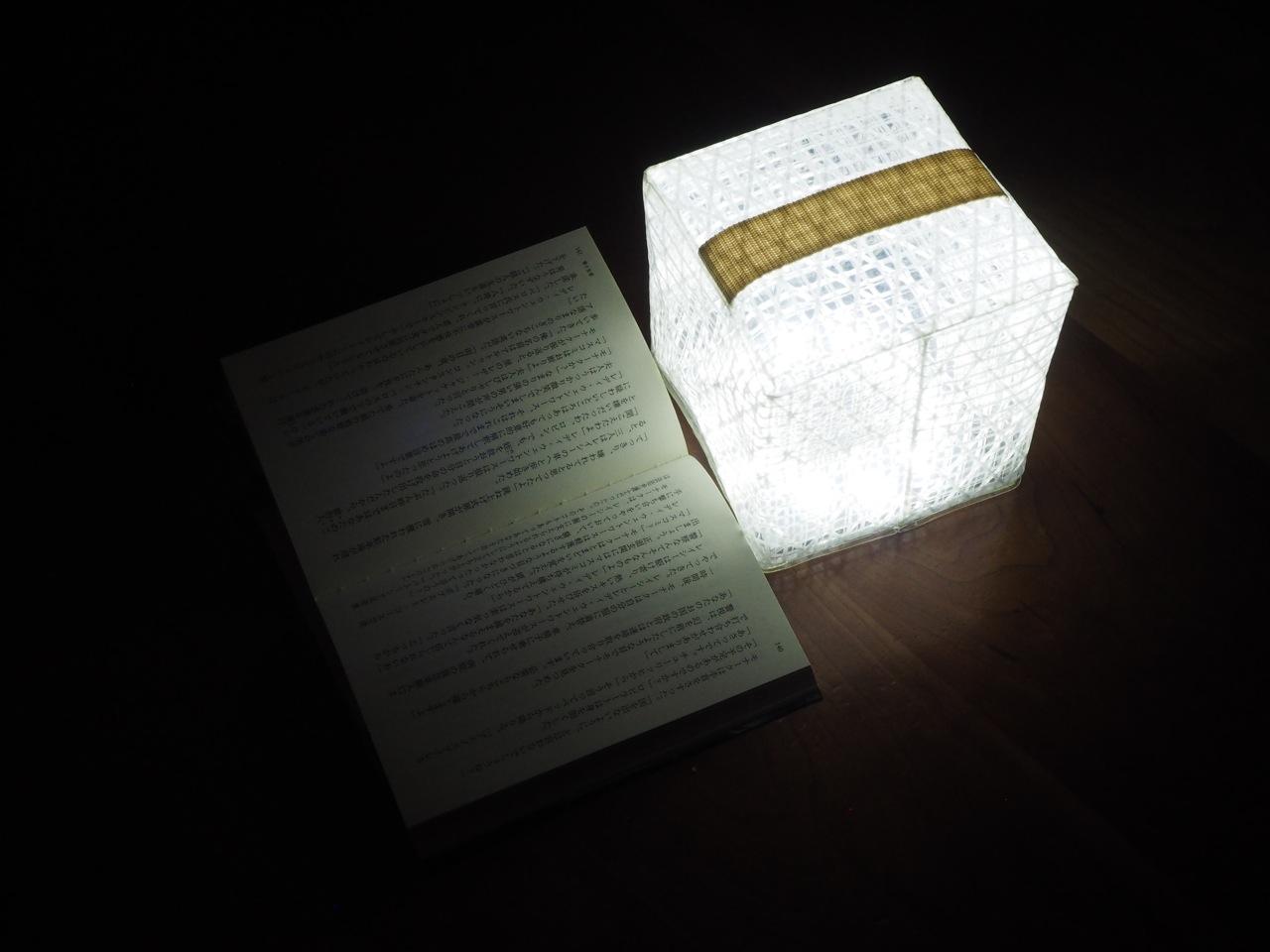 緊急時に持ち運べるソーラー充電式LED照明