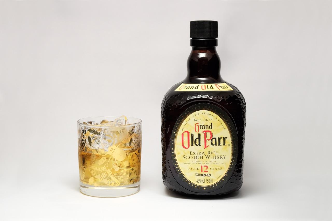 虫好きの金色ウイスキーグラス