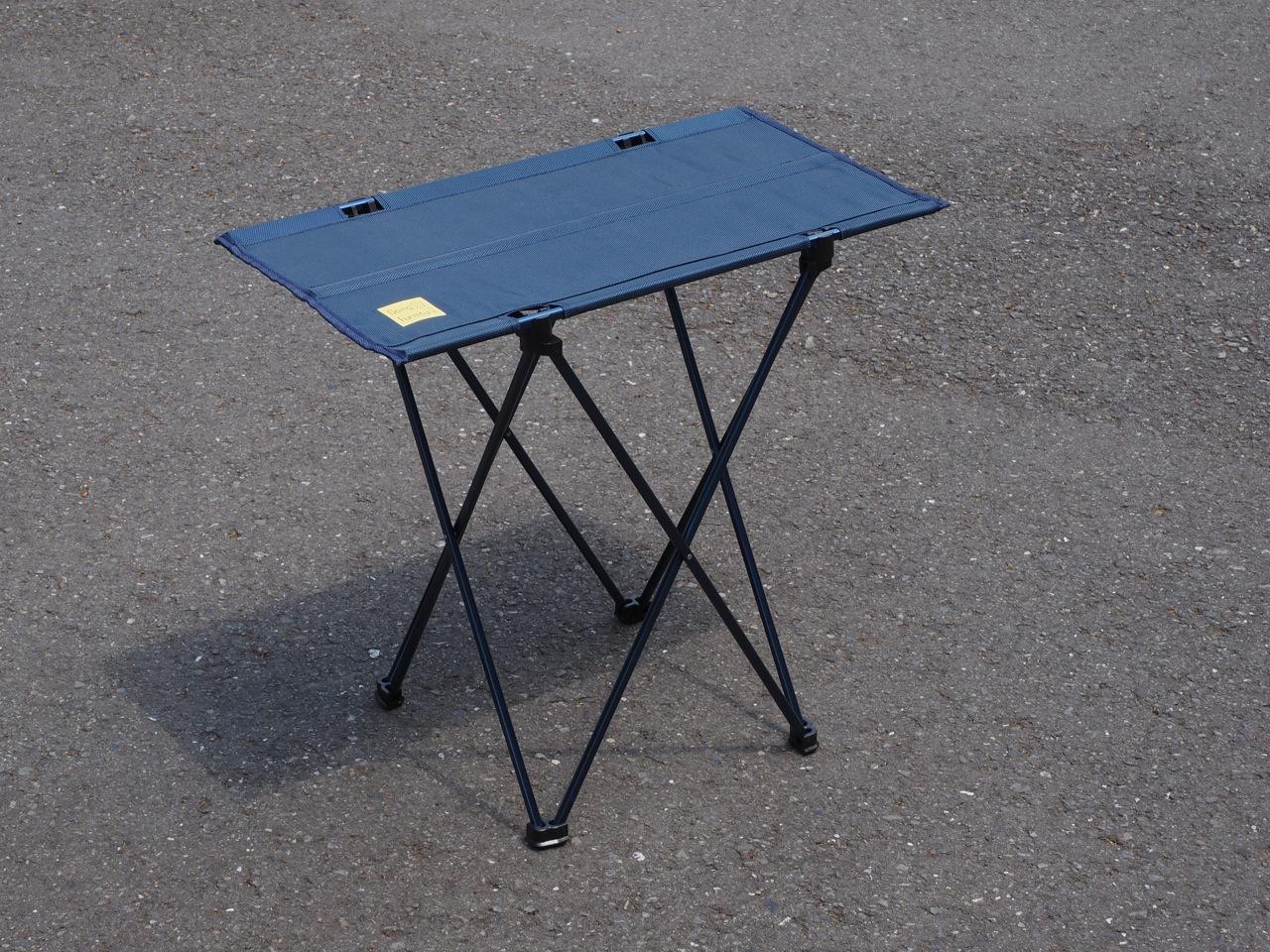 今まで見た中で一番軽い折り畳みテーブル