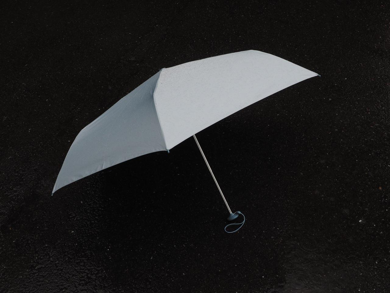やっと登場、どこでも手に入る超撥水傘