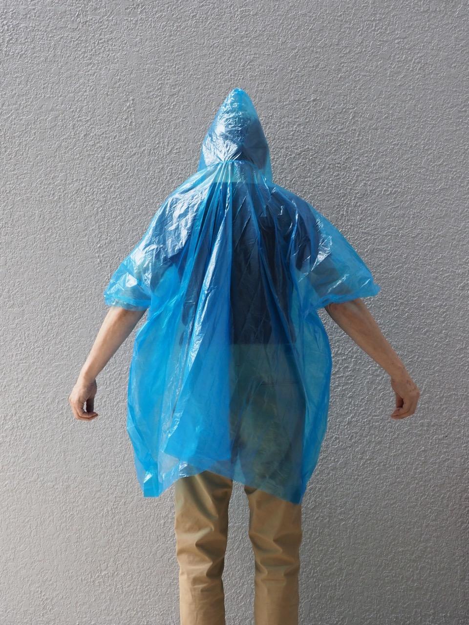 使い捨て雨具の常時携帯という対策