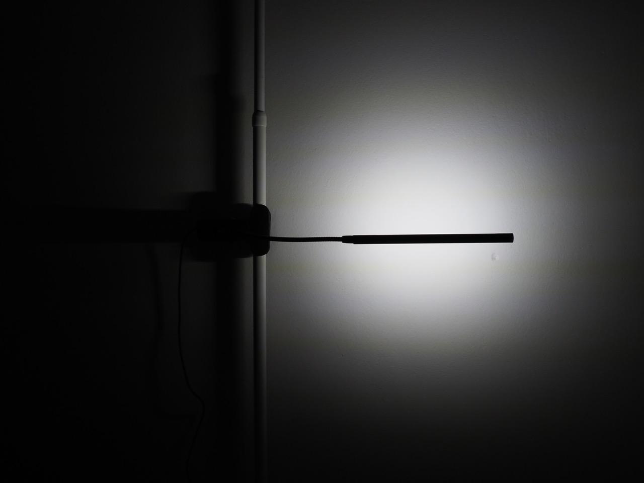寝付きの悪い人用のベッドサイド照明