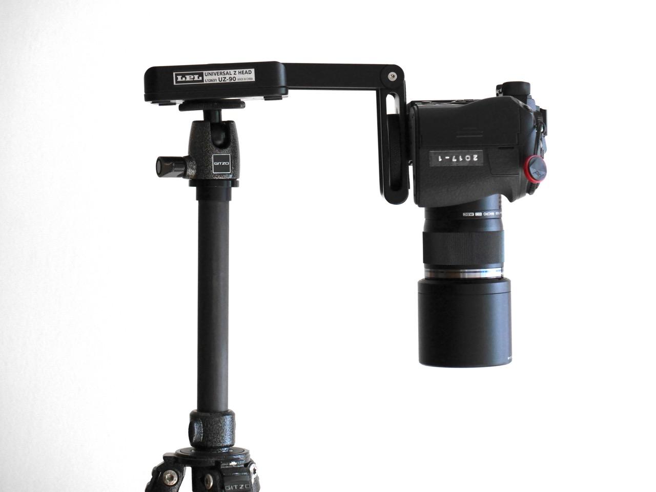 ブツ撮りに便利なZ型のカメラマウント