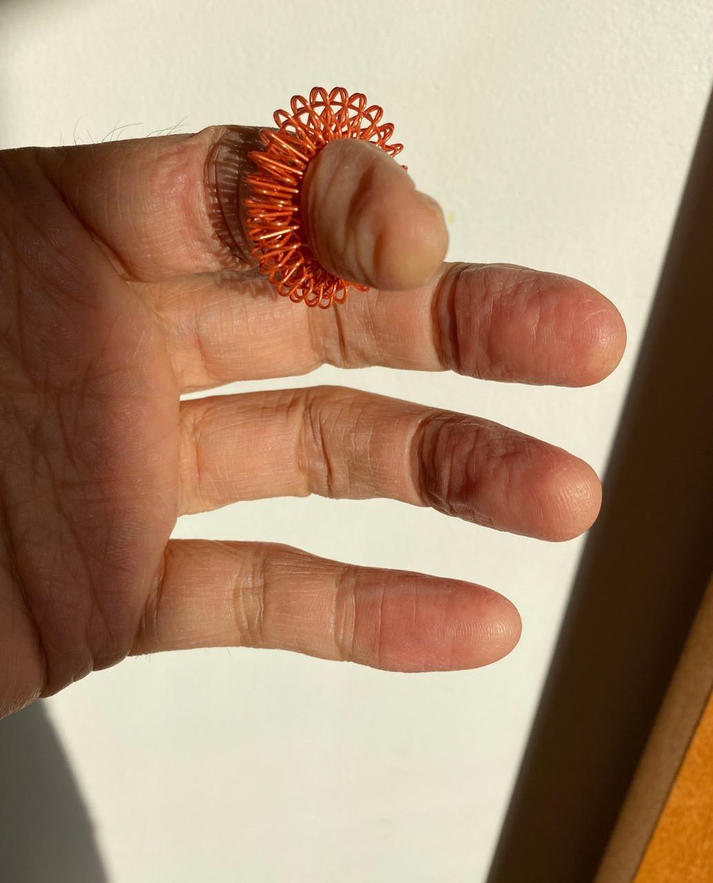 指がスッと軽くなる不思議な指輪